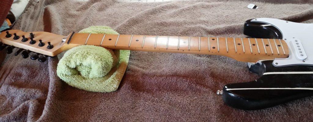 daedelusmusic-clean-guitar-strings-step1