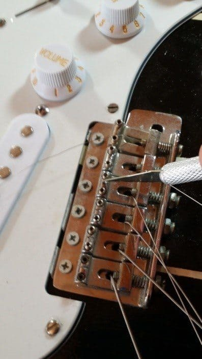 daedelusmusic-clean-guitar-strings-step2