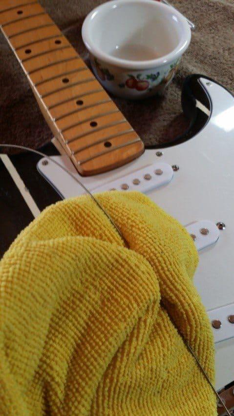 daedelusmusic-clean-guitar-strings-step3